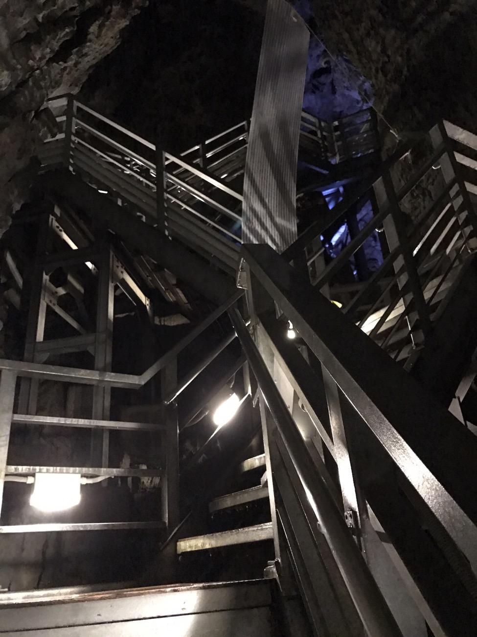 岩泉観光 龍泉洞 階段ハード