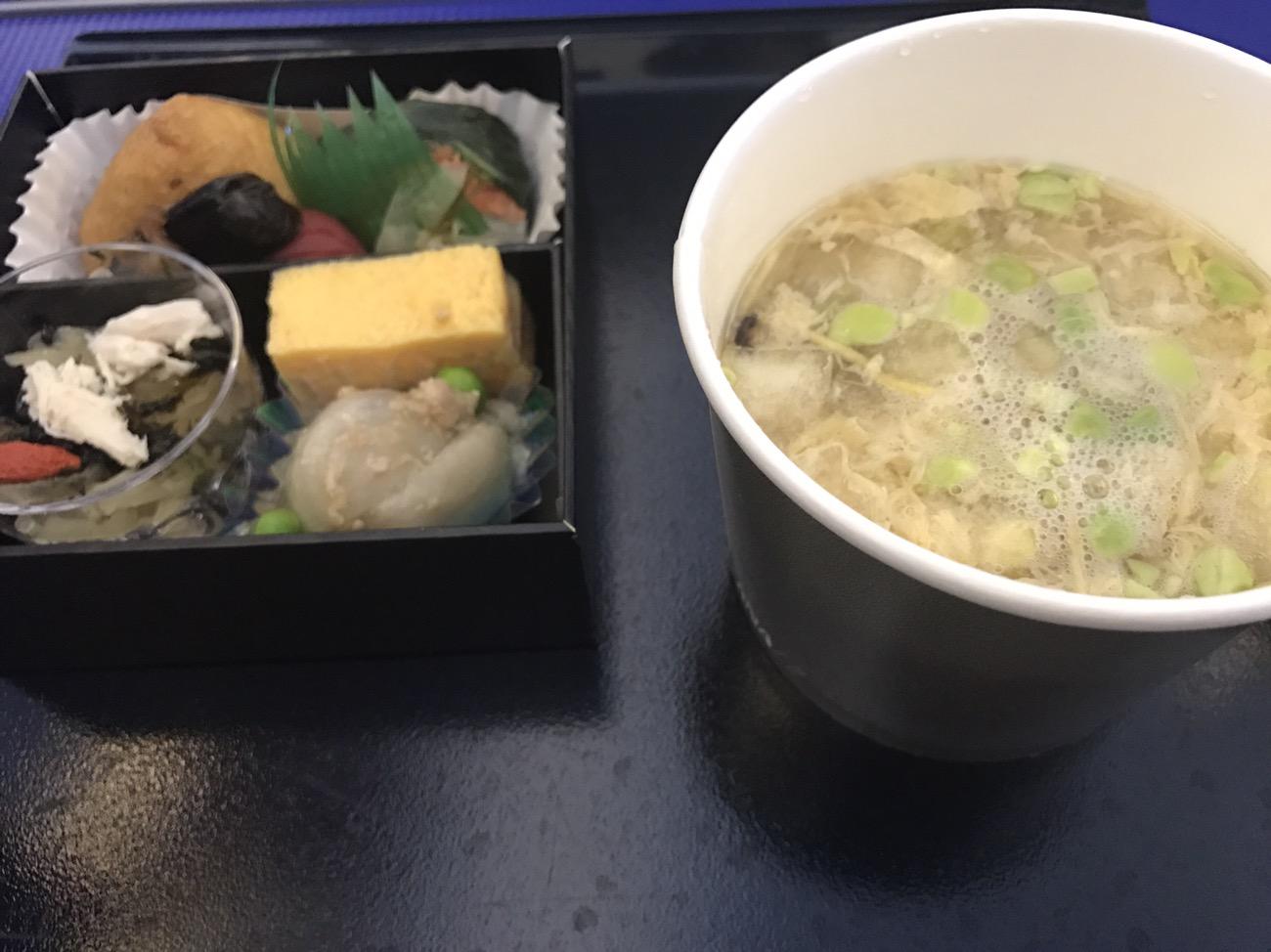 ANAプレミアムエコノミーの機内食 食事 ANAプレミムシート搭乗記
