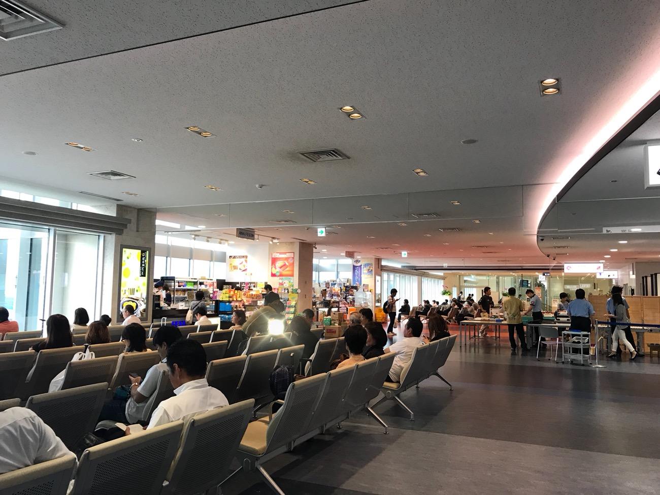 石垣空港にはラウンジがない 時間をつぶせる場所