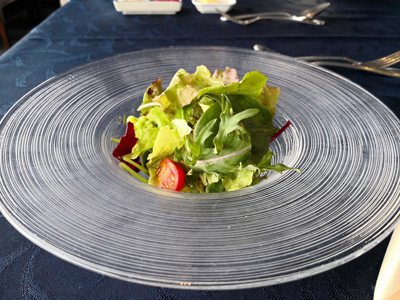 海自カレーコースのサラダ クレイトンベイホテルレストラン