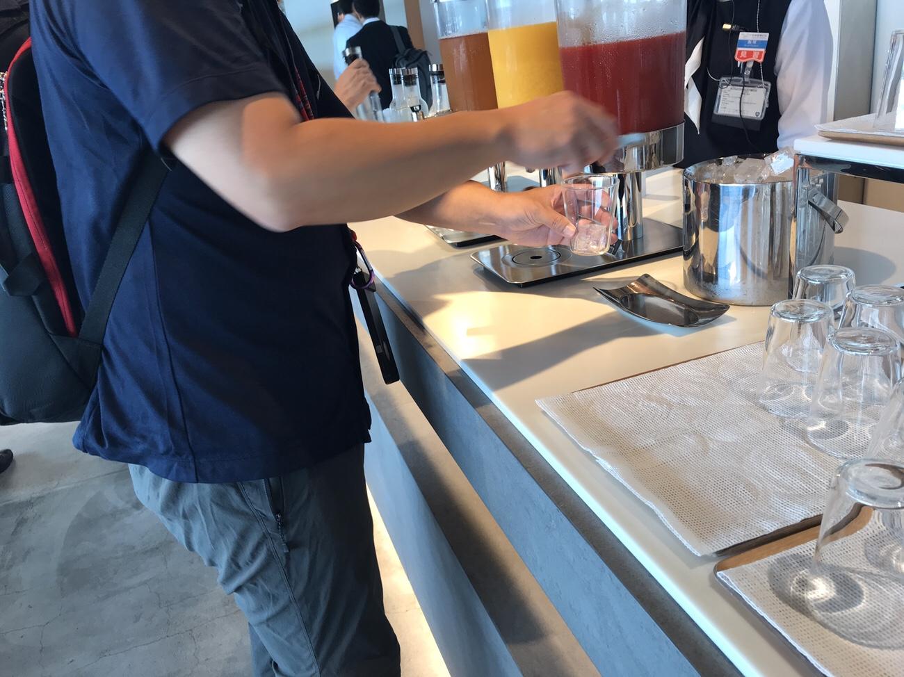 羽田空港第二ターミナル 無料朝食 クレジットカードラウンジ
