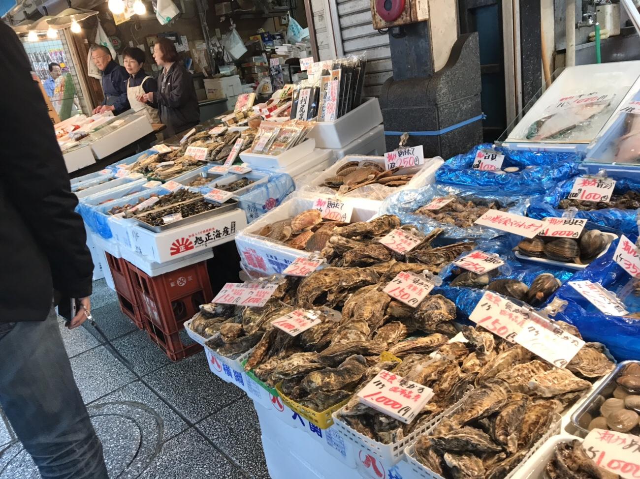 二条市場 牡蠣をその場で食べられる店もある 札幌グルメ