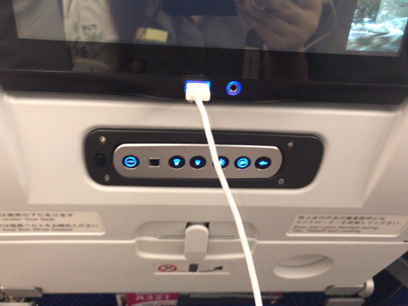 USBスマホ充電ができるANAA321neo 搭乗記ブログ