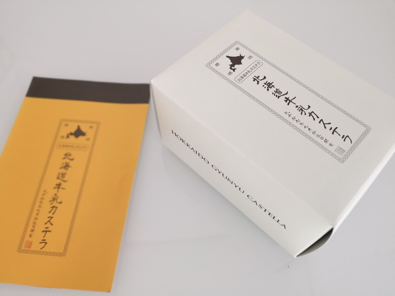 箱と説明 北海道牛乳カステラ 新千歳空港限定お土産