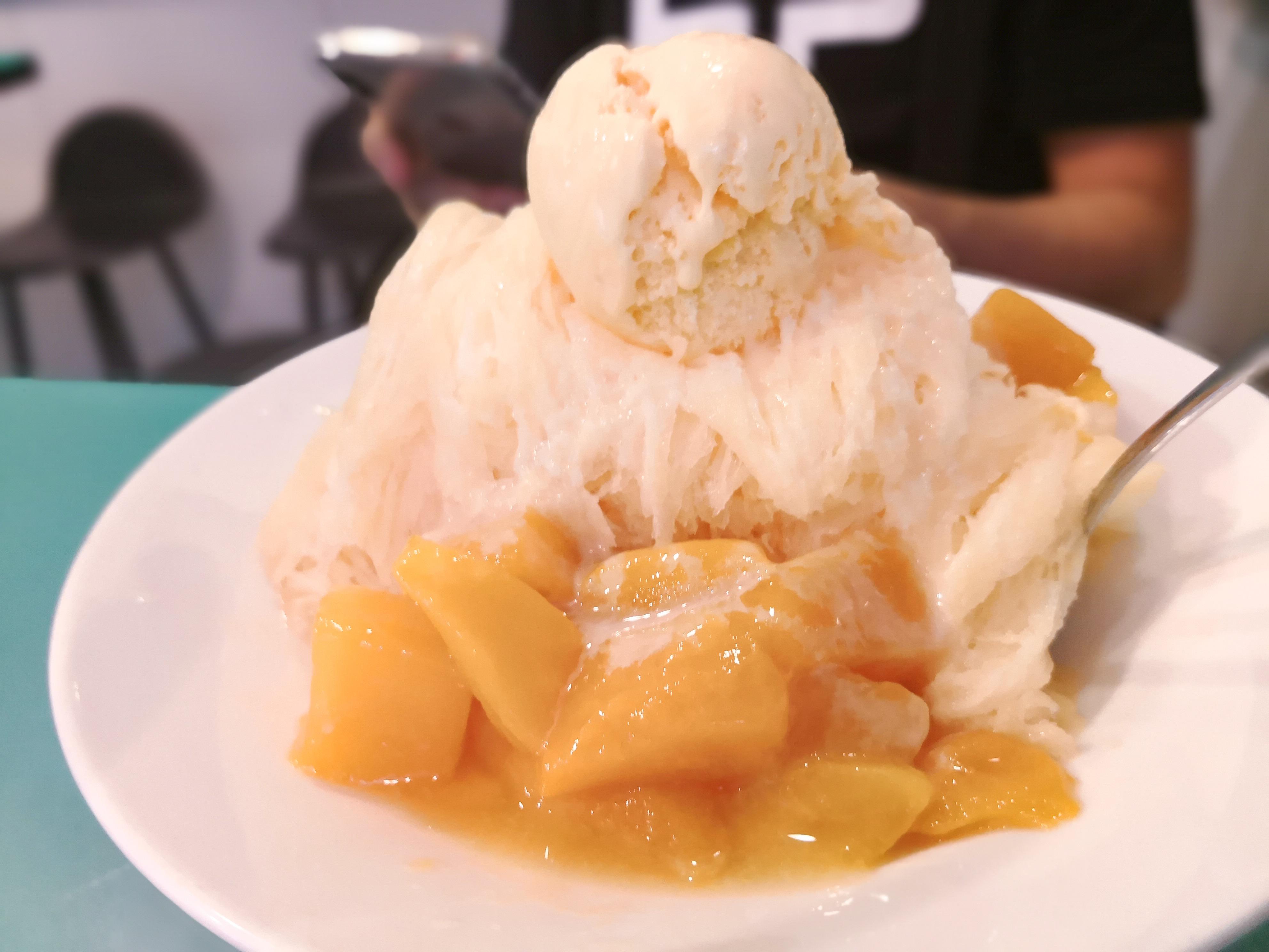 台北 永康街かき氷人気店 芋頭大王のマンゴーかき氷
