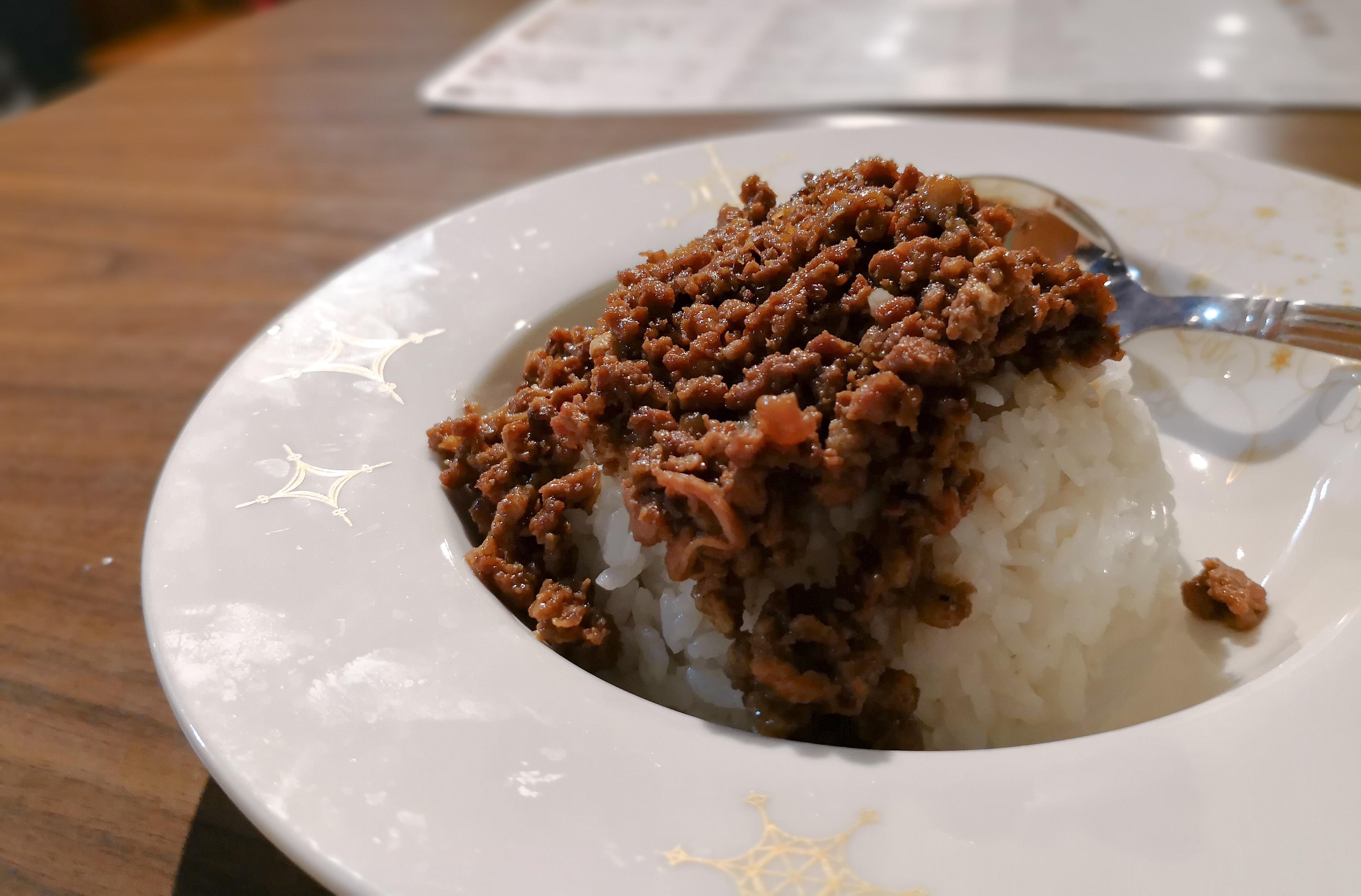 台湾グルメ食べ歩き ルーローハン 台湾旅行ブログ