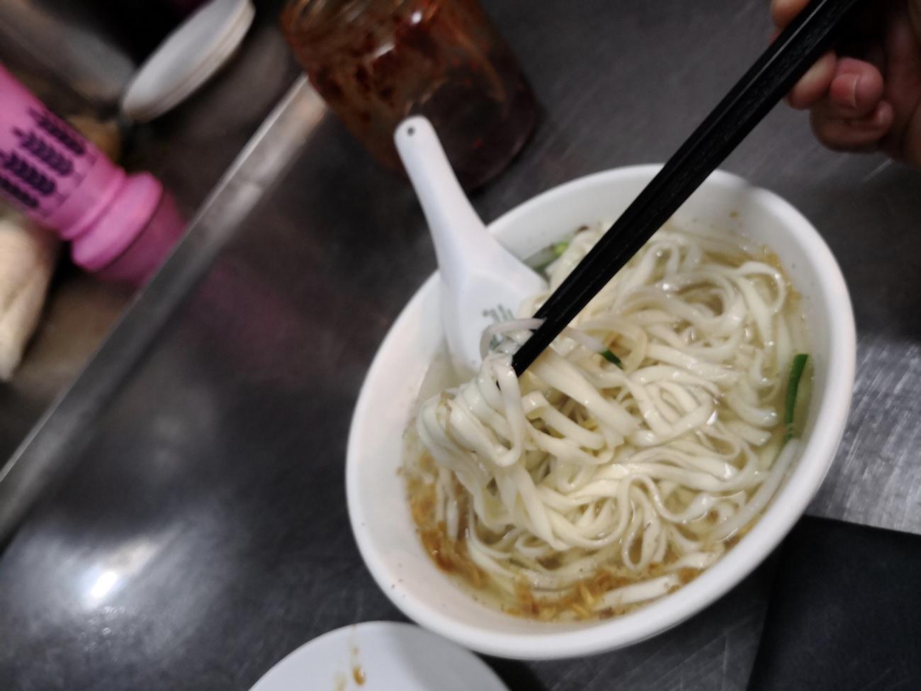 太平市場での朝食おすすめ台北 ワンタン麺