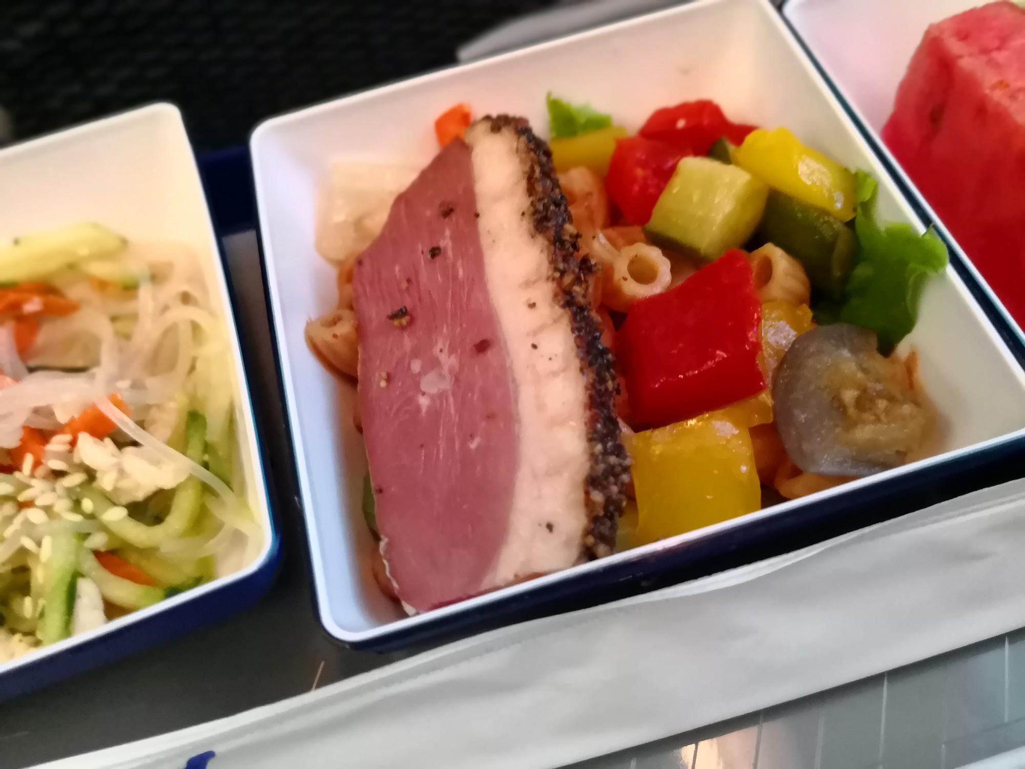 サラダ機内食 台湾羽田は機内食が出る