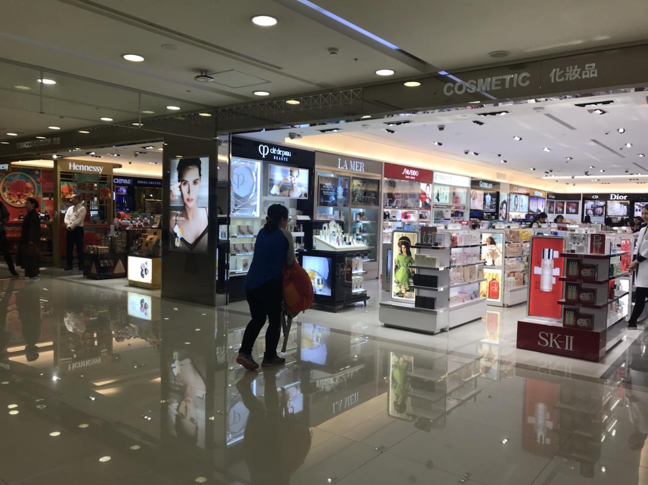 台北松山空港 2階制限エリアの免税店