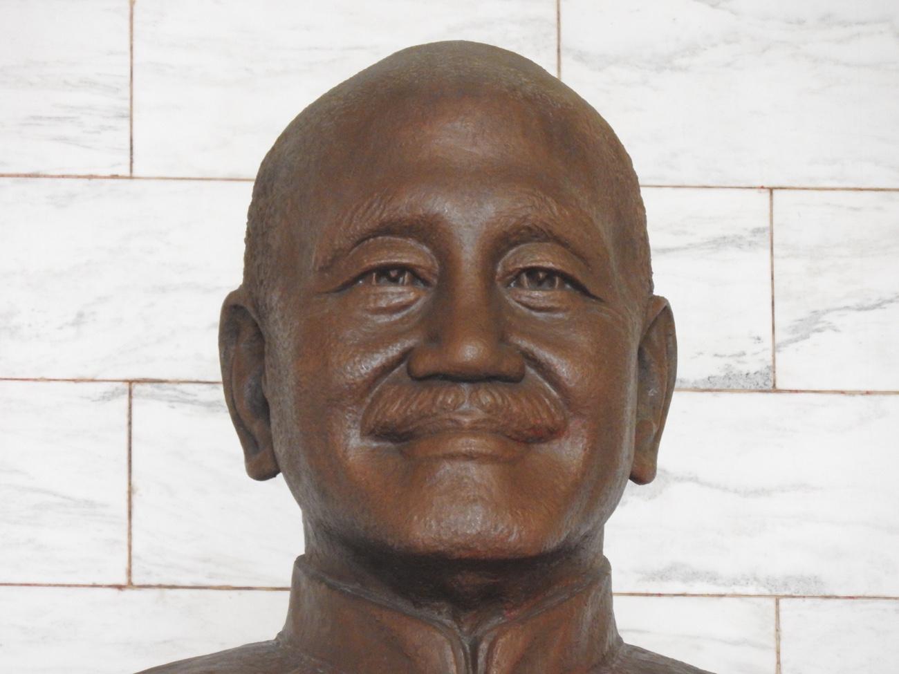 台北観光 中正記念堂 蒋介石像