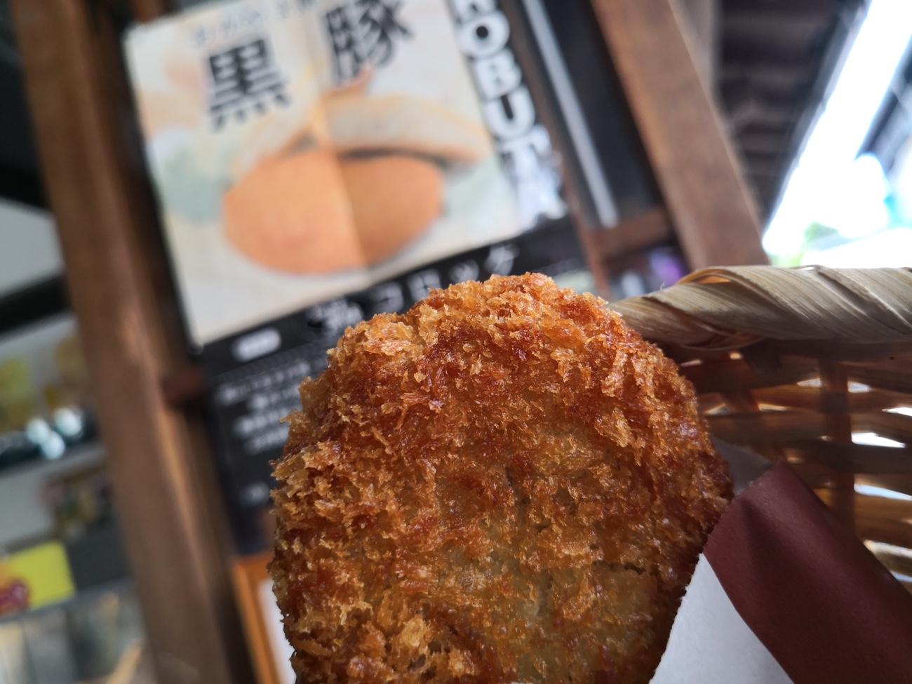 倉敷美観地区で食べ歩きした黒豚コロッケ