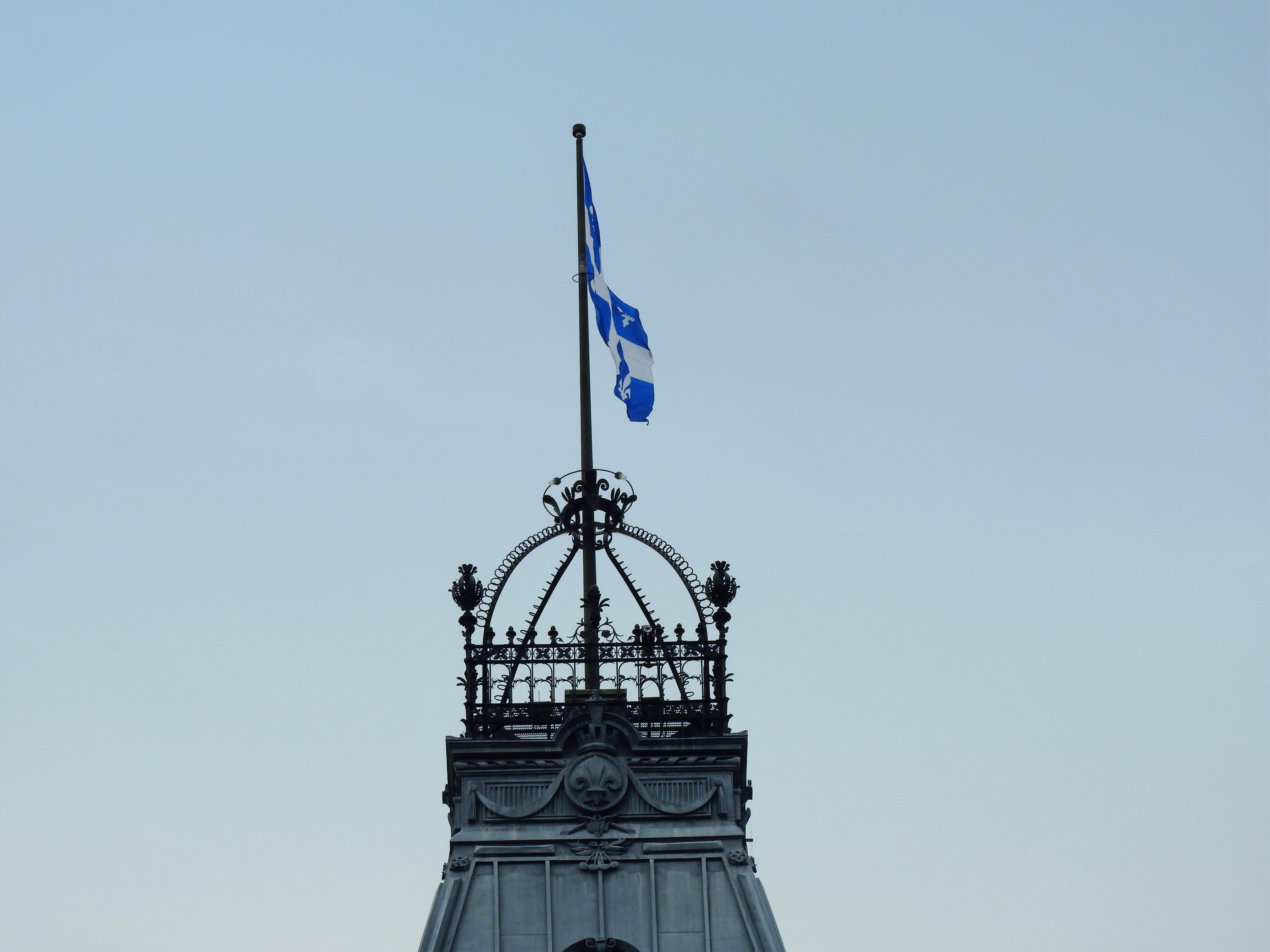中央の塔のうえ ケベック州議事堂 ケベック観光おすすめ