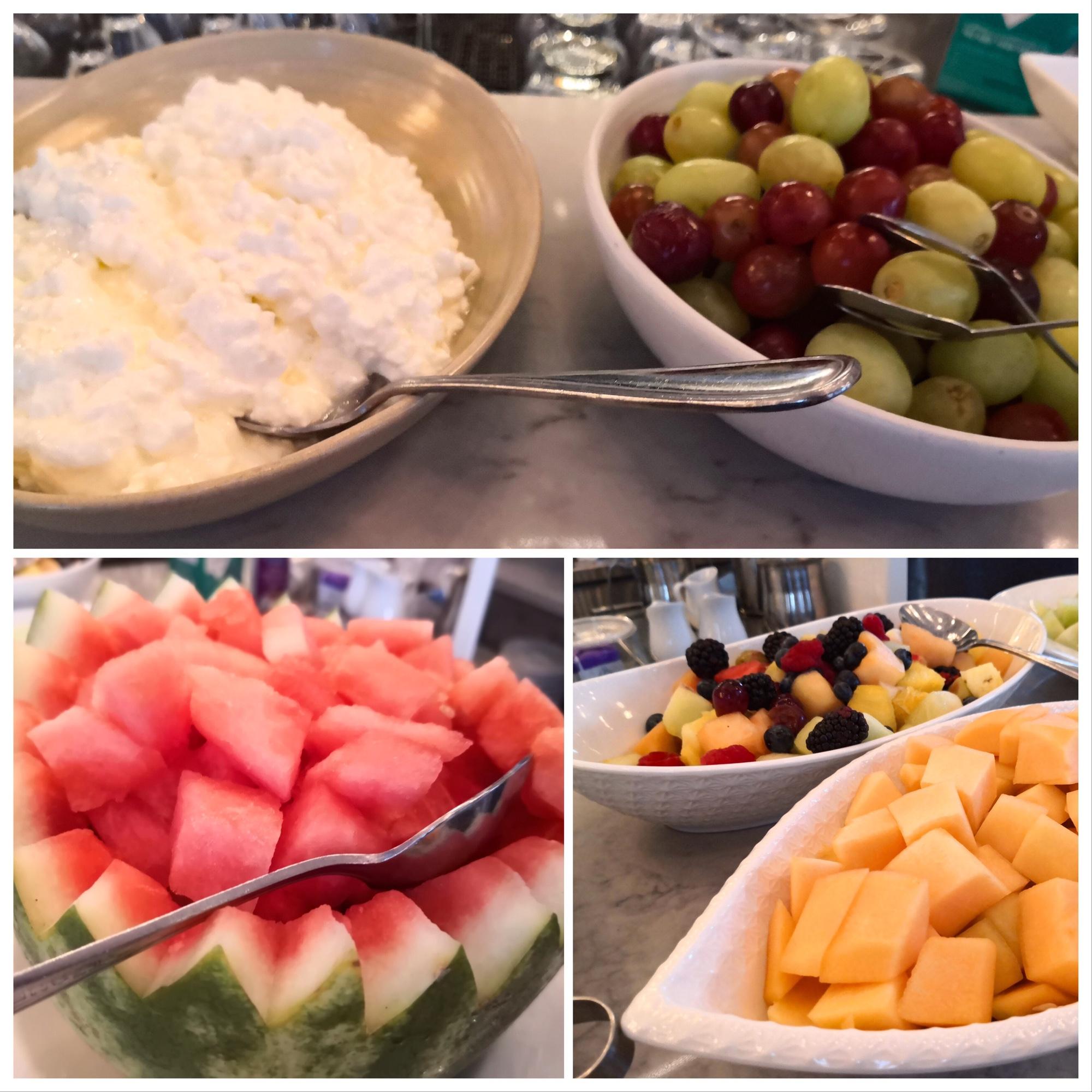 フルーツビュッフェが美味しい朝食 モントリオールのレストラン