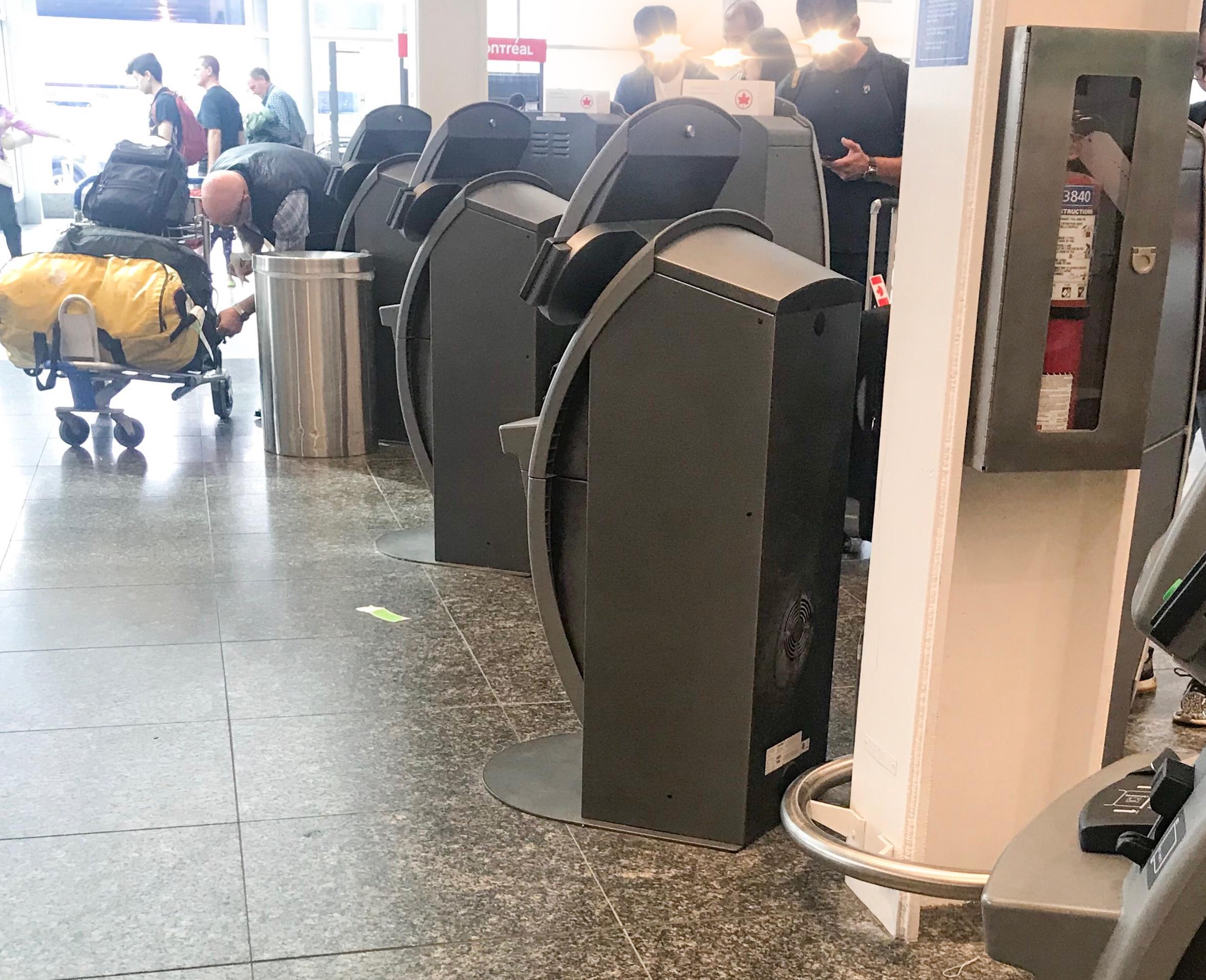 モントリオール空港 エアカナダ自動チェックイン
