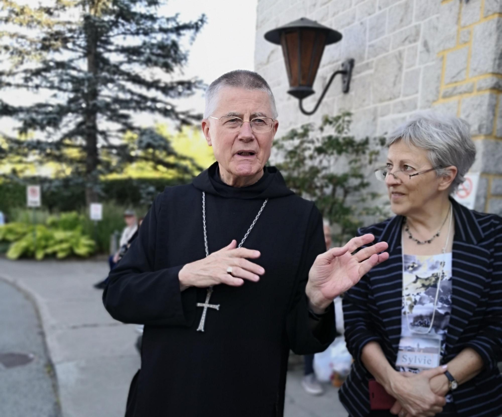 大司教 「サン ブノワ デュ ラック修道院」