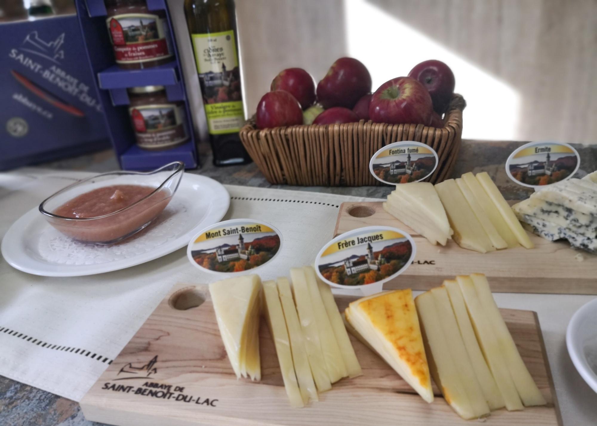 チーズが人気商品 「サン ブノワ デュ ラック修道院」 Saint Benoit-du-Lac Abbey