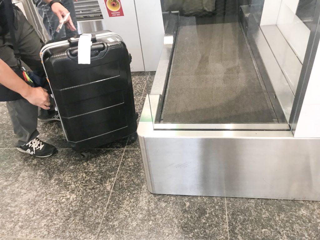 エアカナダ座席指定モントリオール空港チエックイン機械