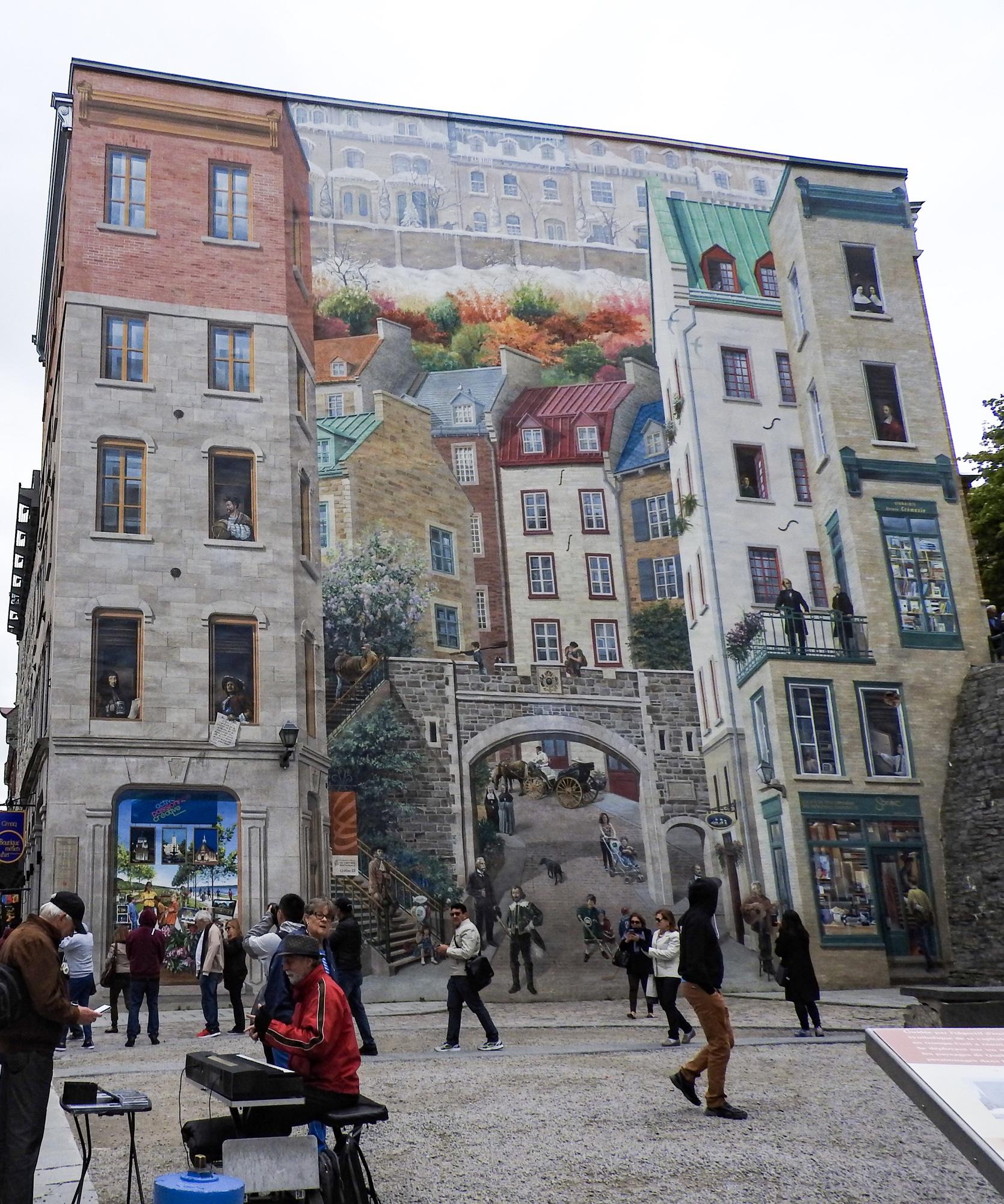 プチシャンプラン通りケベックシティ観光おすすめ 壁画
