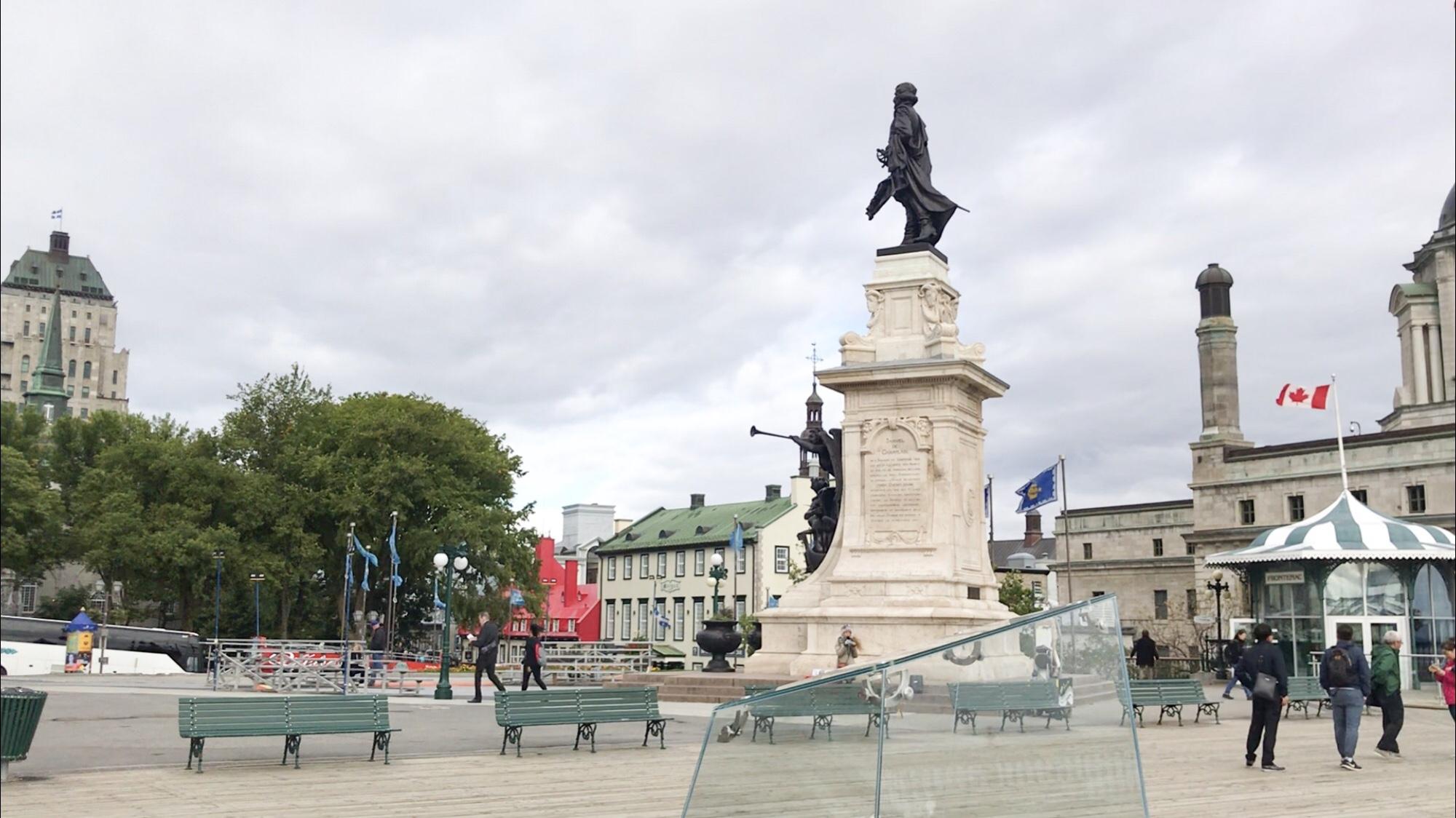 ケベックシティ オールドケベックの観光おすすめ ダルム広場