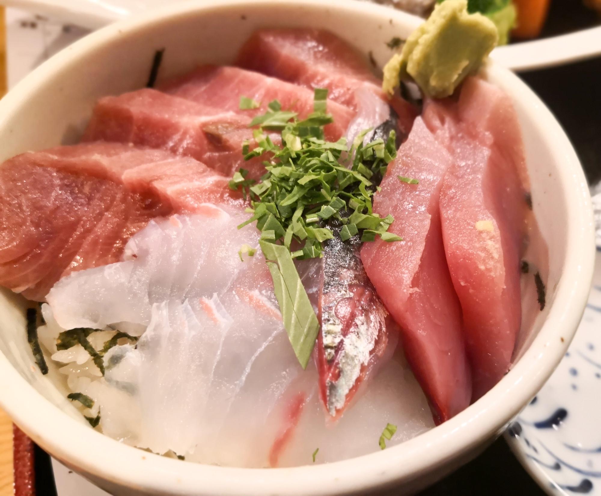 おすすめ海鮮丼 福岡博多魚がし 鮮魚市場