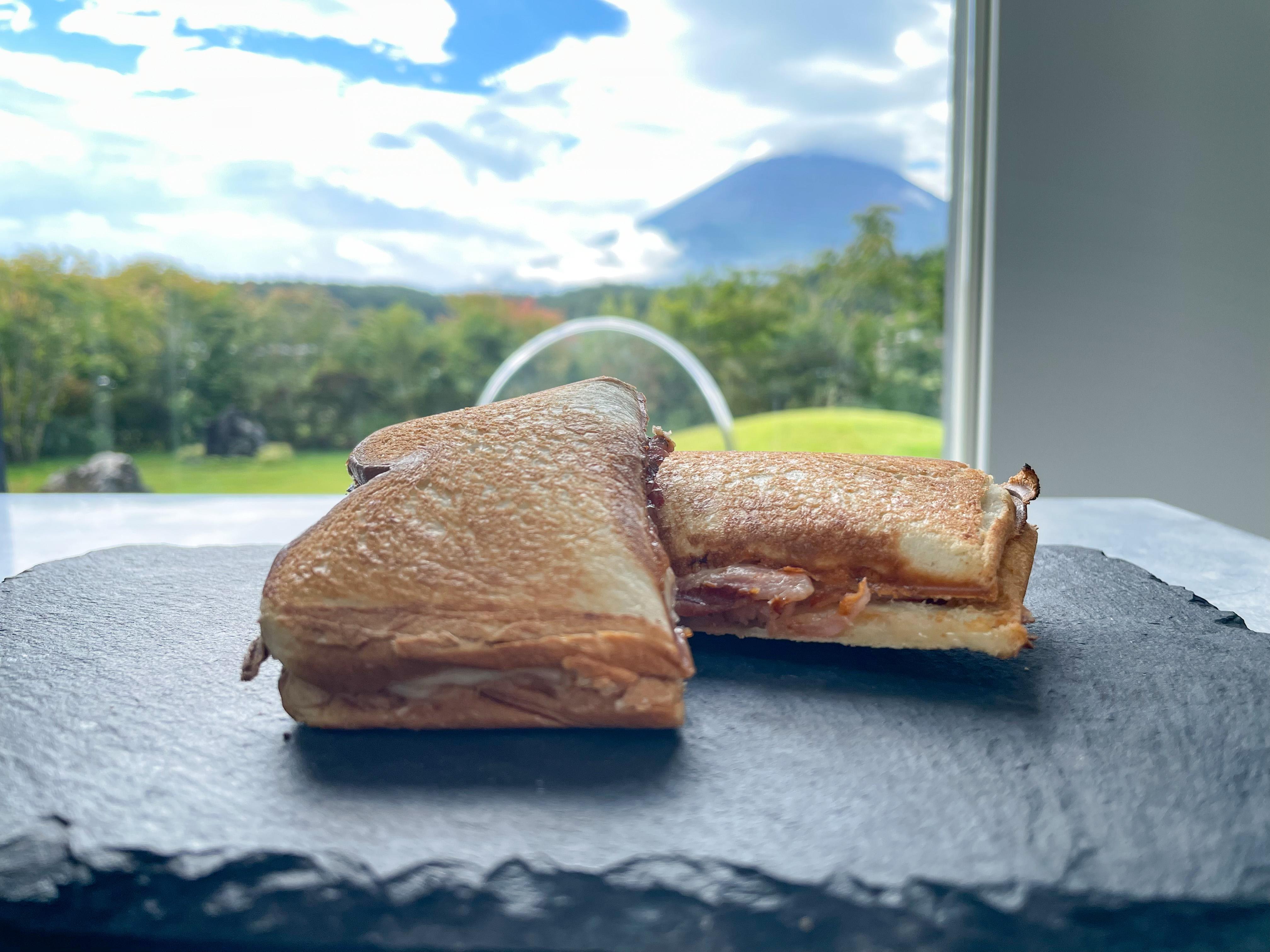 朝食準備も自分たちで ホットサンド