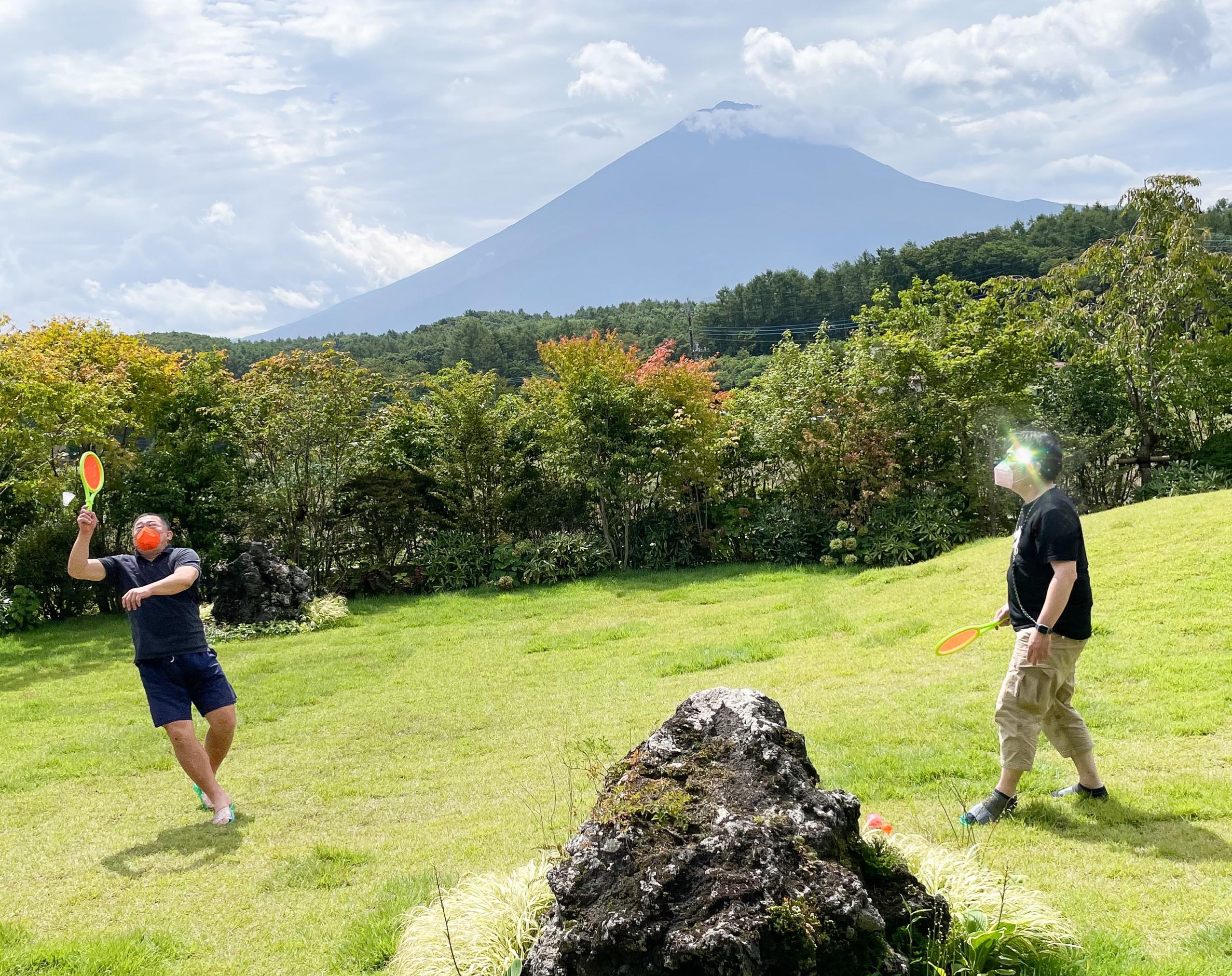 アブラサスホテル富士河口湖の庭と富士山