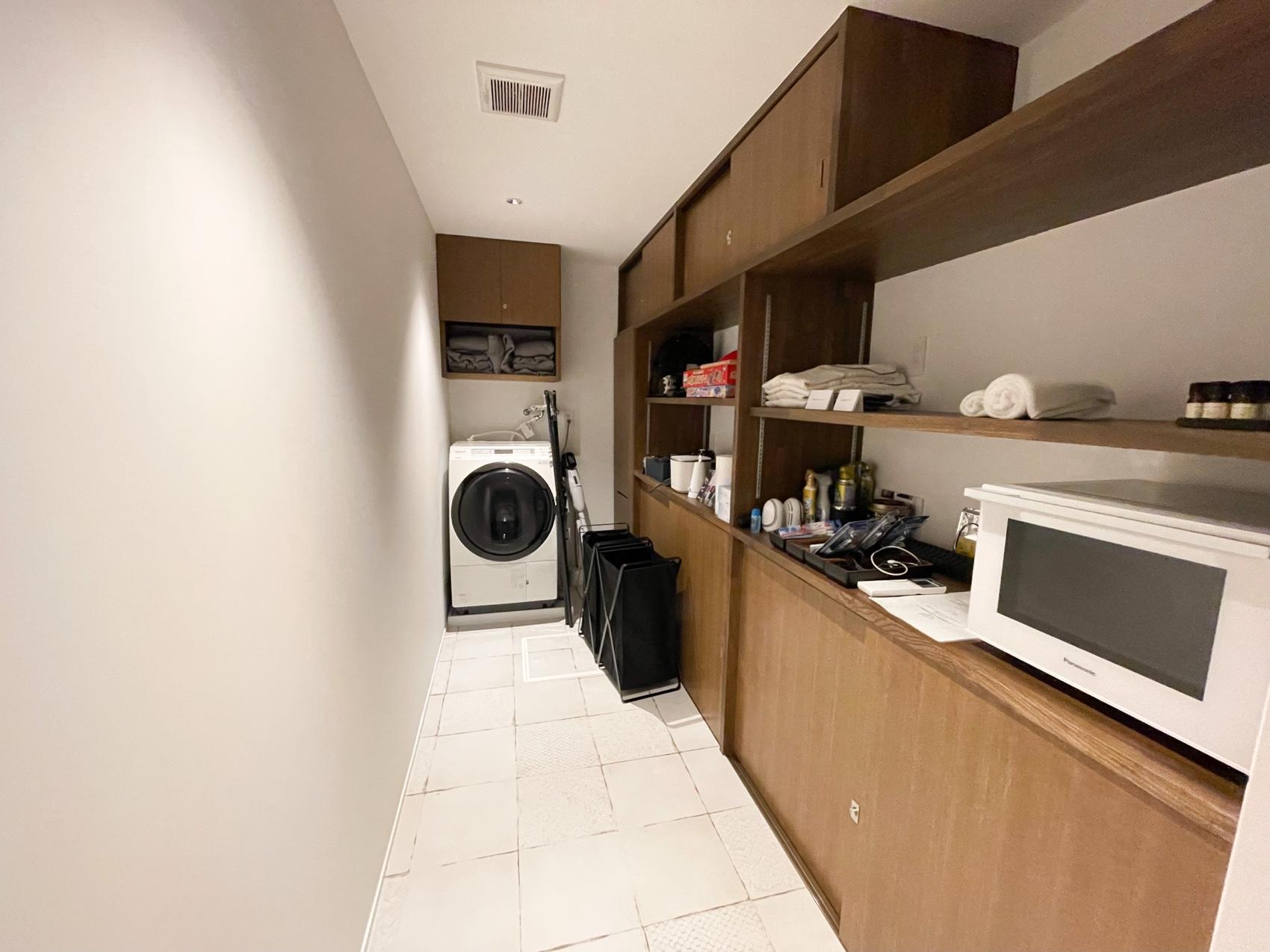 アブラサスホテルのアメニティがあるストックルーム 備品 設備