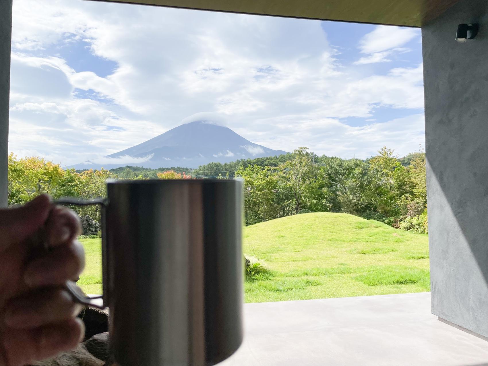 アブラサスホテル リビングからの富士山
